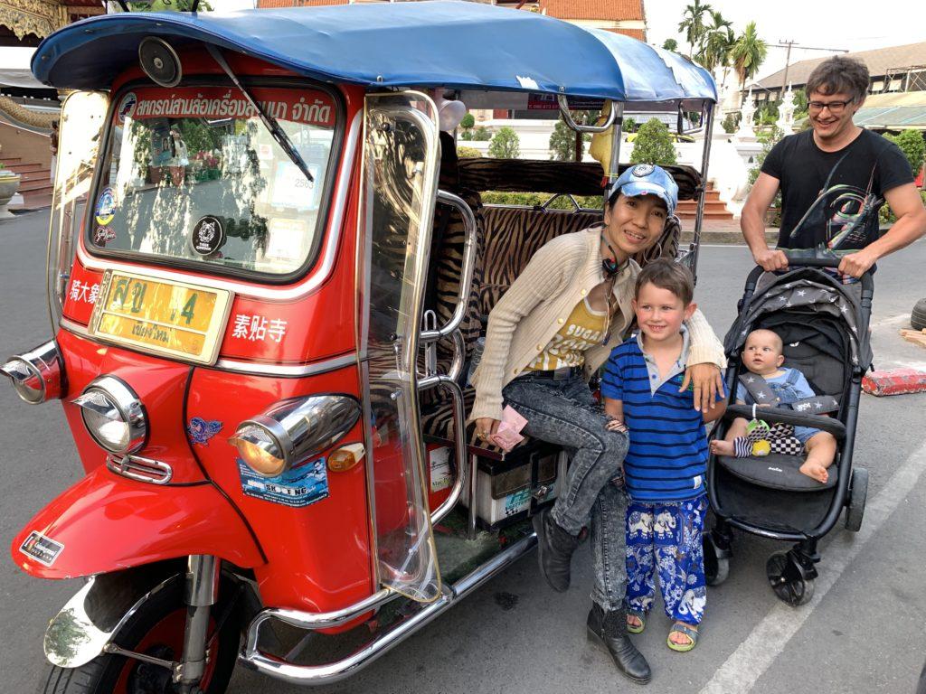 Thailand mit Kindern: Tuk Tuk fahren